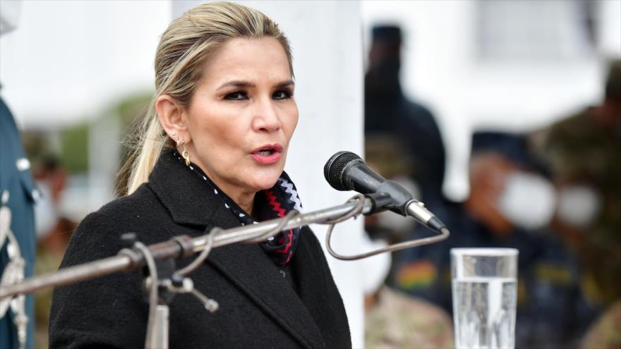 La presidenta de facto de Bolivia, Jeanine Áñez, en una ceremonia militar en La Paz, 21 de octubre de 2020. (Foto: ABI)