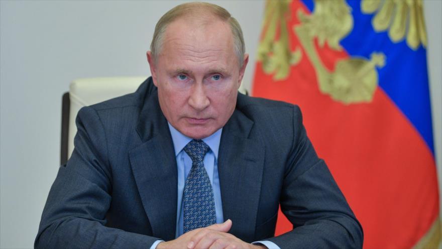 El presidente ruso, Vladimir Putin, en una reunión, vía teleconferencia, en las afueras de Moscú (capital), 8 de octubre de 2020. (Foto: AFP)