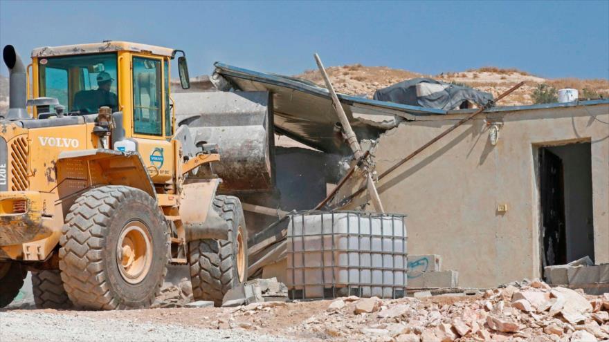 Fuerzas israelíes demuelen una casa palestina en la ocupada Cisjordania, 2 de septiembre de 2020. (Foto: AFP)