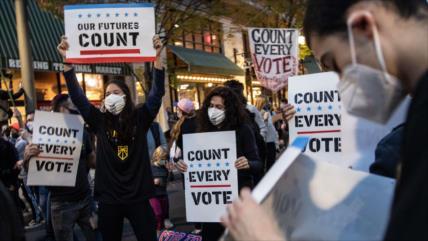 Elecciones dividen a Filadelfia; Cuenten votos vs. Paren de contar