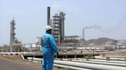 Informe: Mansur Hadi vende petróleo robado yemení a extranjeros