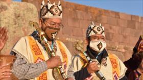 Arce recibe el bastón de mando de los pueblos indígenas de Bolivia