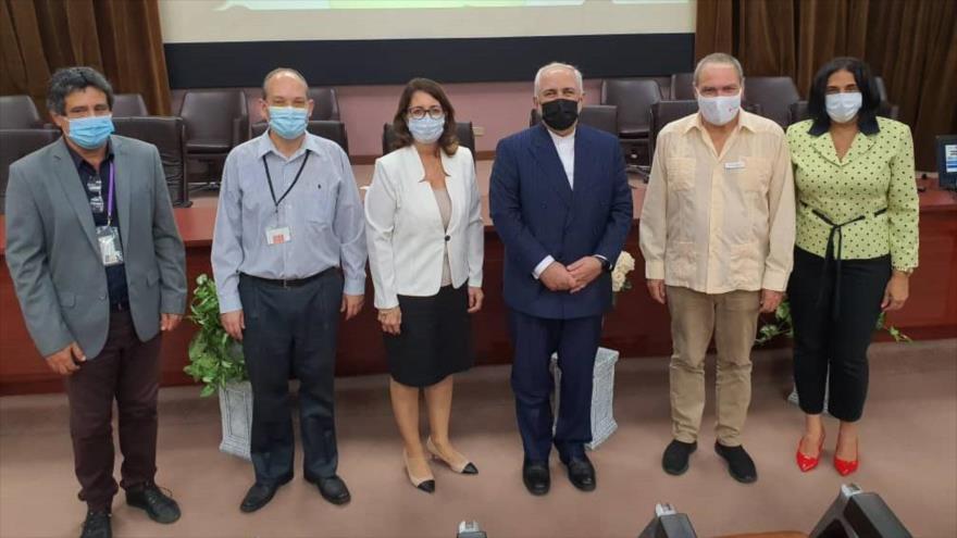 Los directivos del Ministerio de Salud Pública de Cuba sostienen una reunión con el canciller iraní en La Habana, 6 de noviembre de 2020.