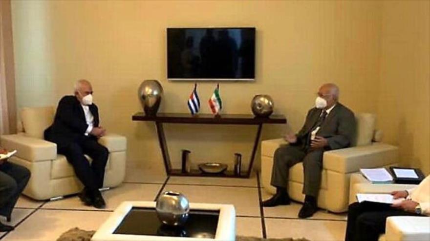 El canciller iraní, Mohamad Yavad Zarif (dcha.) se reúne con el viceprimer ministro de Cuba, Ricardo Cabrisas Ruiz, La Habana, 7 de noviembre de 2020.