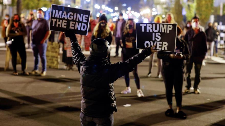 Estadounidenses celebran la victoria del candidato demócrata, Joe Biden, en Washington DC. (capital), 7 de noviembre de 2020 (Foto: Reuters)