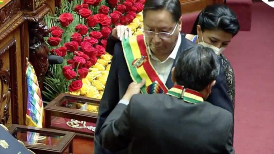 Luis Arce juramenta como nuevo presidente de Bolivia en la Asamblea Legislativa Plurinacional en La Paz, 8 de noviembre de 2020. (Foto: AFP)
