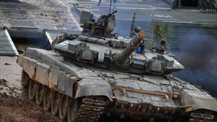 Rusia refuerza sus fronteras con supertanques armados con misiles