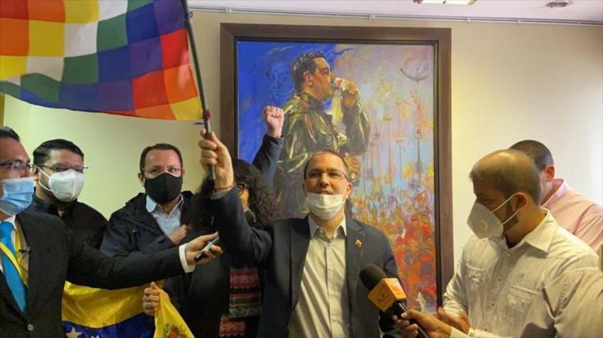 Así Venezuela retoma su embajada en Bolivia tras victoria de Arce