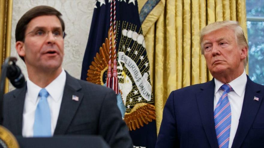 El presidente de EE.UU., Donald Trump (dcha.), y el secretario de Defensa, Mark Esper.