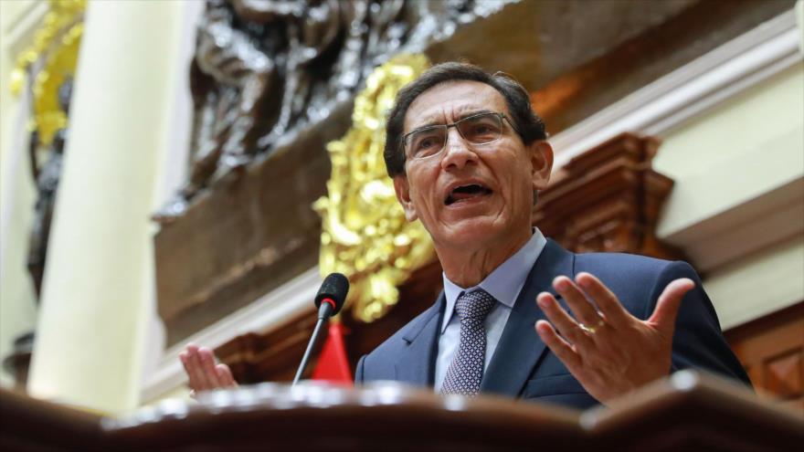 El entonces presidente de Perú, Martín Vizcarra, durante su proceso de remoción ante el Congreso, en Lima, el 9 de noviembre de 2020. (Foto: AFP)