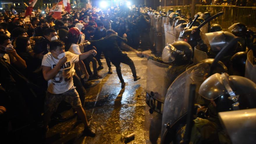 Reportan uso excesivo de la fuerza contra manifestantes en Perú | HISPANTV