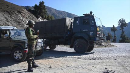 Fuego cruzado deja decenas de muertos y heridos en India y Paquistán