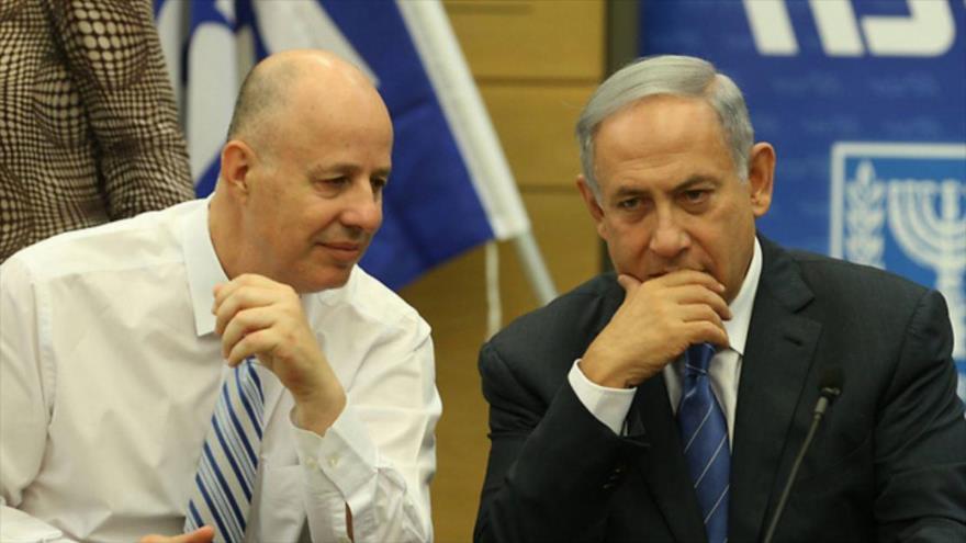 El ministro israelí de Asuntos de los Asentamientos, Tzachi Hanegbi, y el primer ministro israelí, Benjamín Netanyahu.