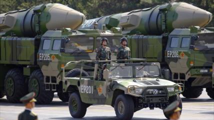 """Dos misiles """"mataportaviones"""" chinos destruyen objetivo en mar sureño"""
