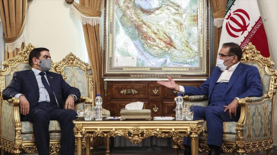 El secretario del Consejo Supremo de Seguridad Nacional de Irán (dcha.) y el ministro iraquí de Defensa, en Teherán, 15 de noviembre de 2020. (Foto: Mehr)