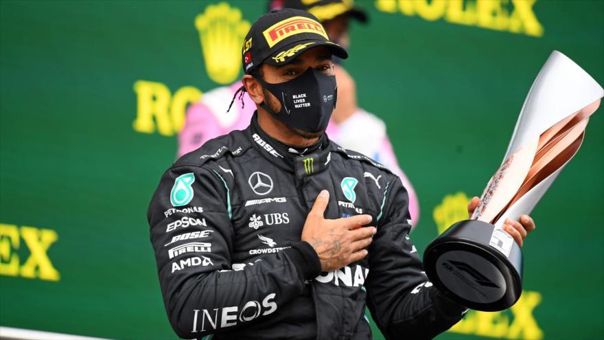 El británico Lewis Hamilton tras ganar el Gran Premio de Turquía de Fórmula 1, en Estambul, 15 de noviembre de 2020. (Foto: AFP)