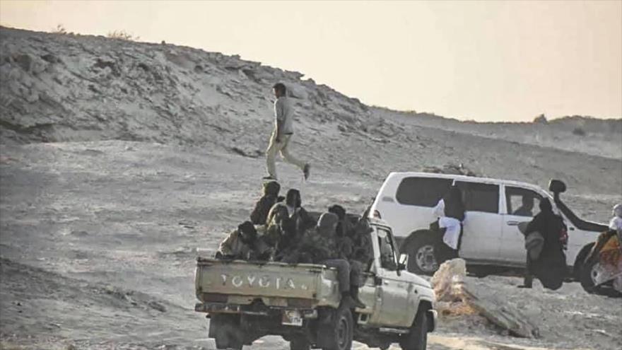 Miembros del Frente Polisario cerca de la frontera con Mauritania en Guerguerat, en el Sahara Occidental, 13 de noviembre de 2020. (Foto: AFP)