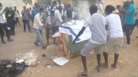 Vídeo: Sudaneses queman bandera israelí en repudio a normalización