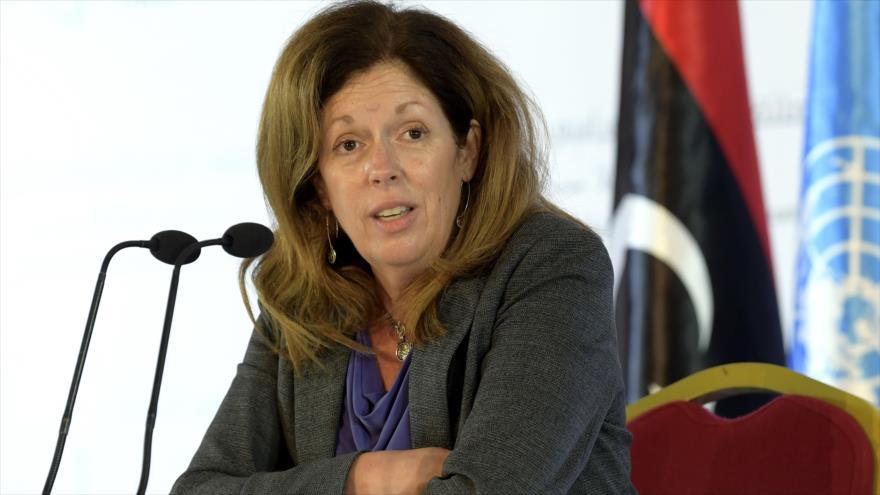La enviada de la ONU en Libia, Stephanie Williams, habla en una rueda de prensa en Túnez, 15 de noviembre de 2020. (Foto: AFP)