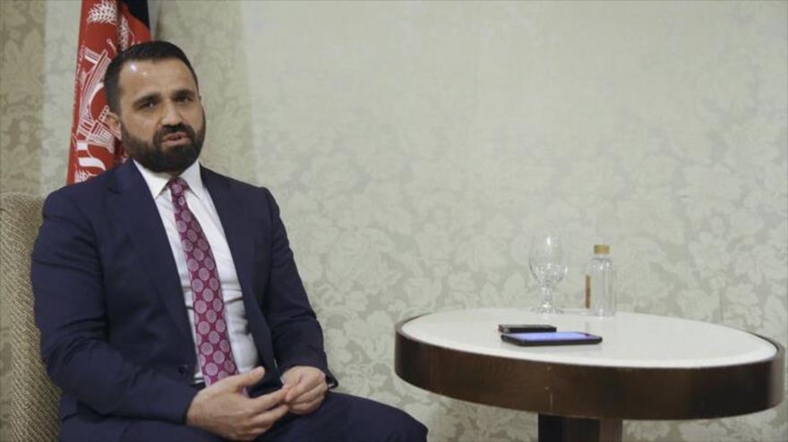 El vicecanciller afgano, Mirwais Nab, habla en una entrevista con la agencia iraní de noticias IRNA, en Teherán, 16 de noviembre de 2020.
