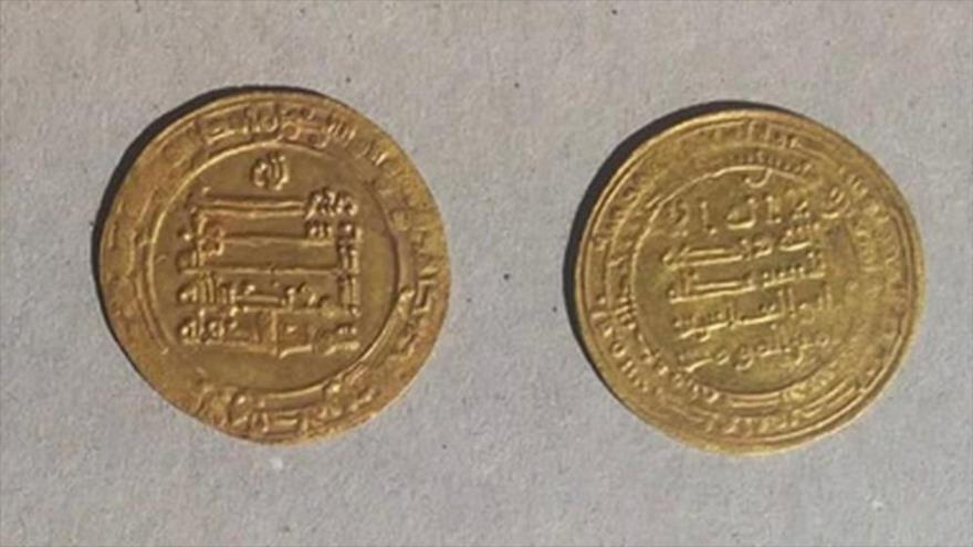 Mondedas descubiertas en la ciudad de Fayún, Egipto. (Foto: Egypt Ministry of Antiquities)