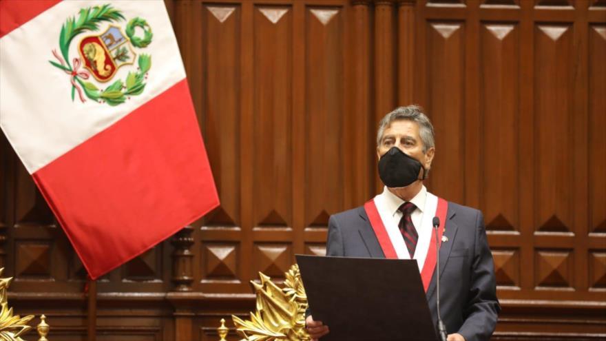Francisco Sagasti jura como presidente interino de Perú