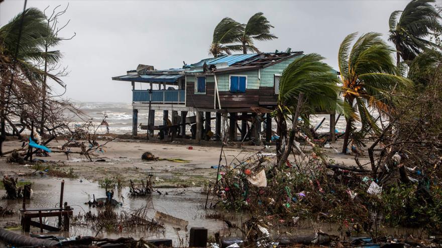 Huracán Iota llega a El Salvador y se cobra la vida de 10 personas