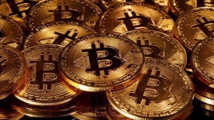Bitcoin se acerca a su récord histórico y supera 18 000 dólares