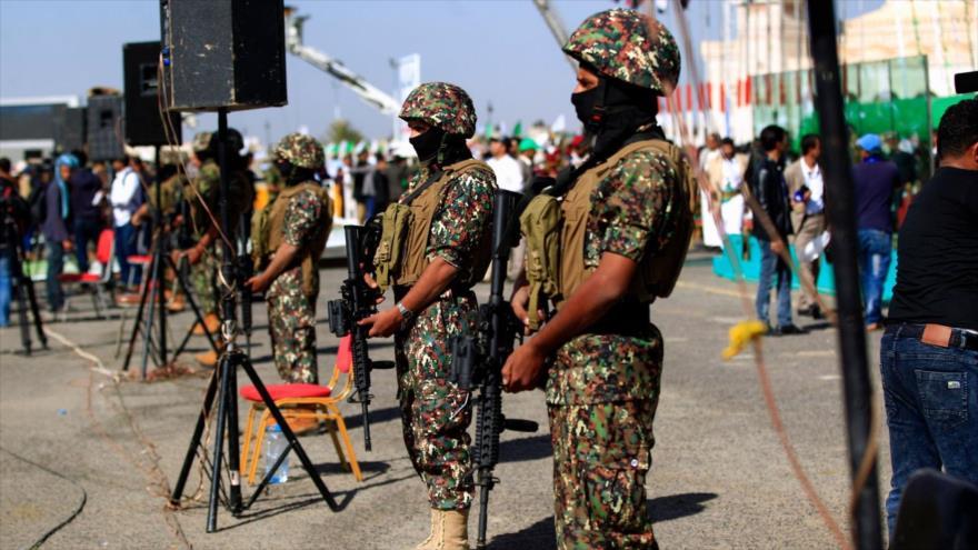 Los combatientes yemeníes durante una ceremonia en la capital, Saná, 20 de noviembre de 2018. (Foto: AFP)