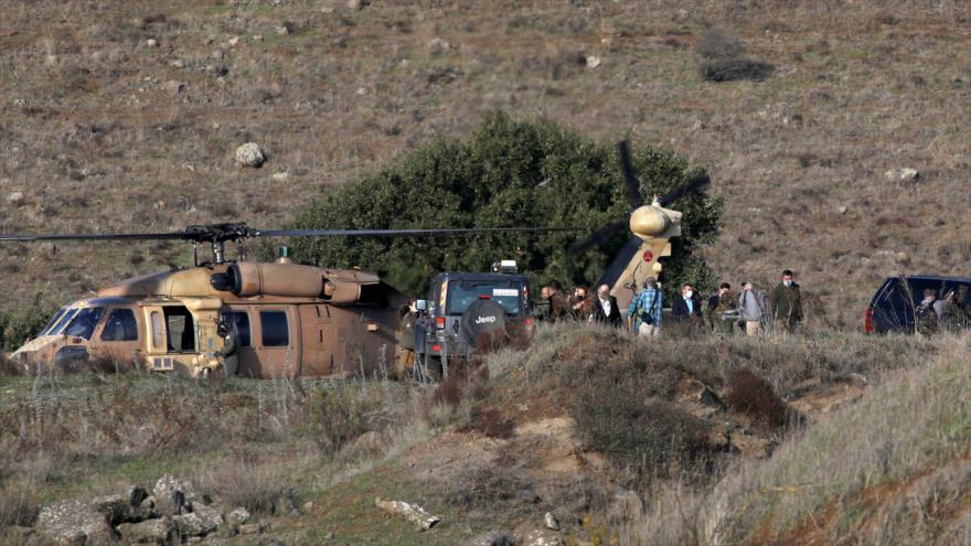 El secretario de Estado de EE.UU., Mike Pompeo (centro), visita los altos del Golán ocupados, 19 de noviembre de 2020. (Foto: AFP)