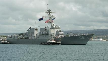 Masivo brote de la COVID-19 a bordo de un buque de guerra de EEUU