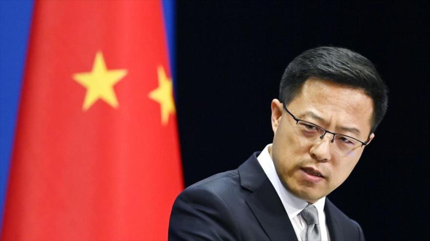 El portavoz del Ministerio de Asuntos Exteriores de China, Zhao Lijian, ofrece una rueda de prensa en Pekín, la capital.
