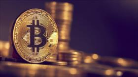 Bitcoin sigue en alza; rompe el récord de casi tres años