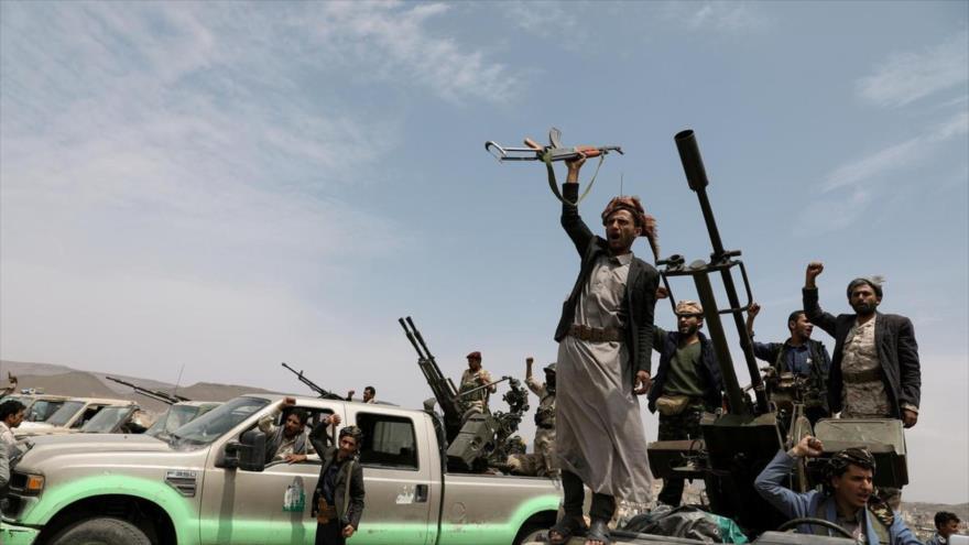 Un grupo de combatientes de Ansarolá en algún lugar de las afueras de Saná, capital de Yemen. (Foto: Reuters)