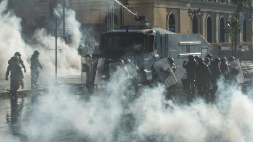 Vídeo: Policía de Chile reprime nuevas protestas contra Piñera