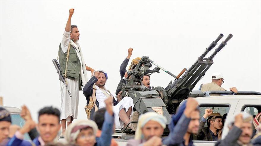 Combatientes del movimiento popular yemeni Ansarolá.