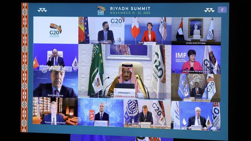 El rey saudí, Salman bin Abdulaziz Al Saud (Centro), durante la cumbre del G20 organizada por Riad a través de videoconferencia, 21 de noviembre de 2020. (Foto: AFP)