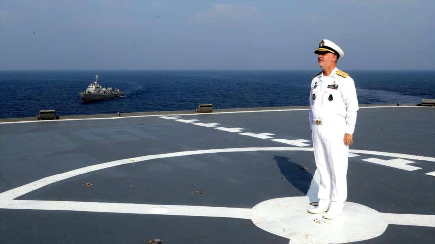 El comandante de la Fuerza Naval del Ejército de Irán, el contralmirante Hosein Janzadi.