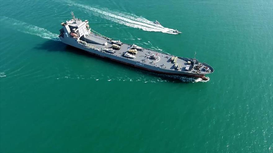 Nuevo buque de guerra del Cuerpo de Guardianes de la Revolución Islámica (CGRI) de Irán navegando en el Golfo Pérsico, 19 de noviembre de 2020. (Foto: AFP)