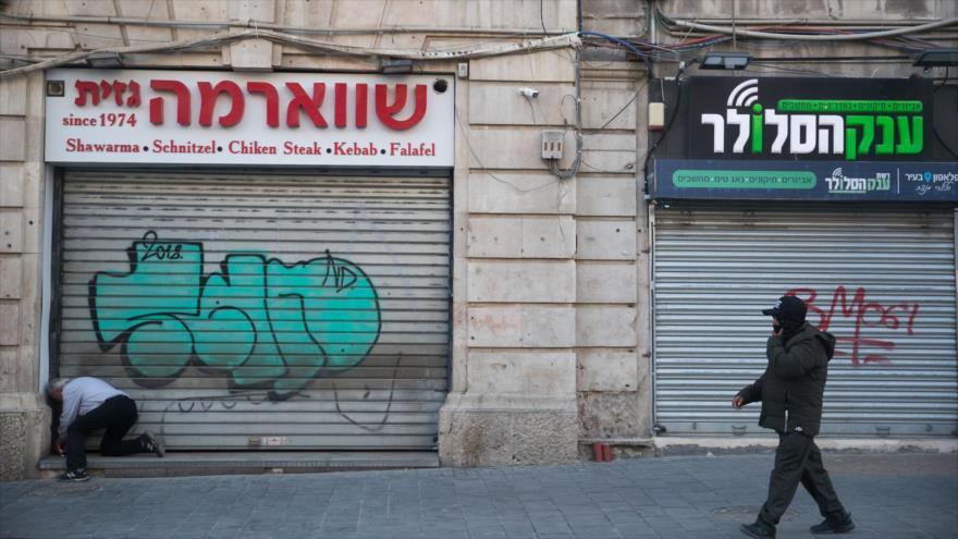 Tiendas cerradas en los territorios ocupados palestinos por la pandemia del coronavirus.