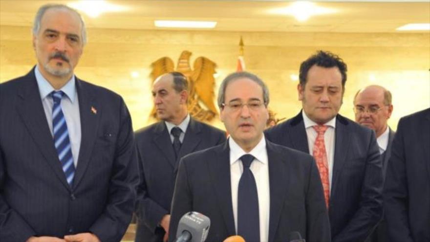 El nuevo canciller de Siria, Faisal al-Miqdad, junto al nuevo viceministro de Expatriados y Asuntos Exteriores, Bashar al-Yafari, en una rueda de prensa.