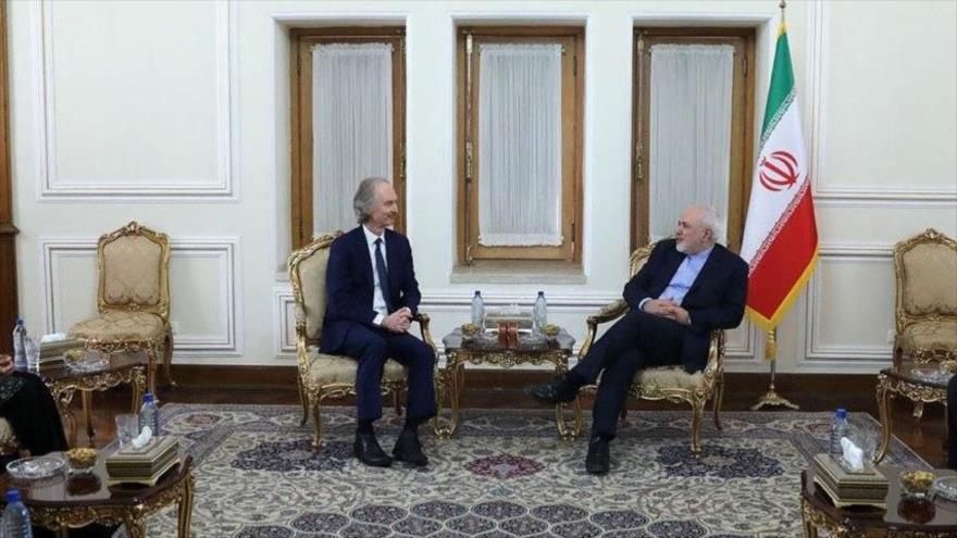 El canciller iraní, Mohamad Yavad Zarif, y el enviado especial de la ONU para Siria, Geir Pedersen, en Teherán, capital persa, 21 de noviembre de 2020.