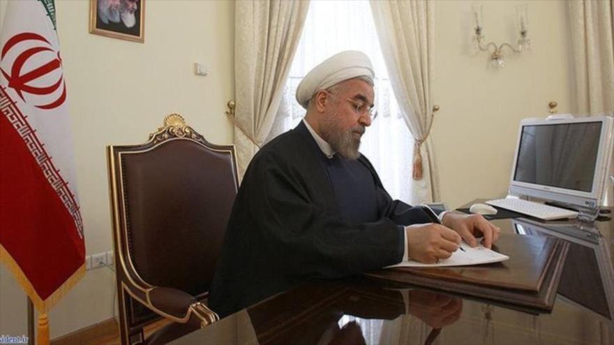 El presidente de Irán, Hasan Rohani, escribe una carta.