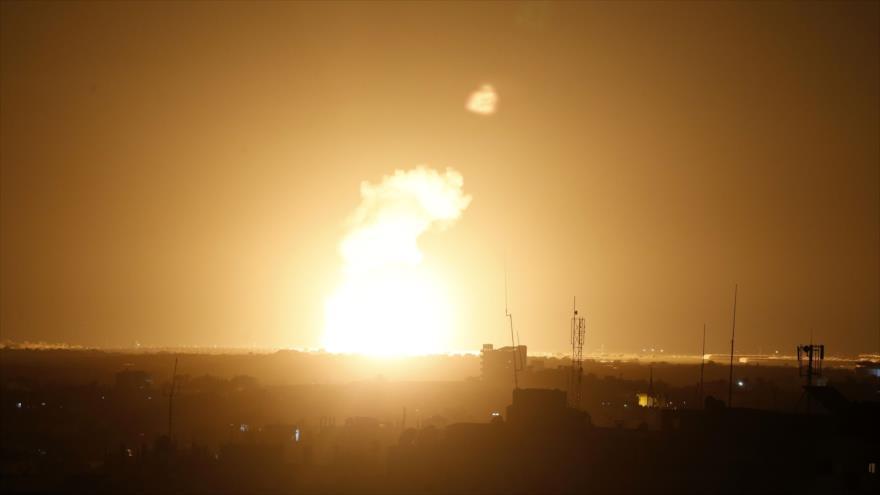 Un ataque aéreo israelí en la ciudad de Jan Yunis, en el sur de la Franja de Gaza, 22 de noviembre de 2020. (Foto: AFP)