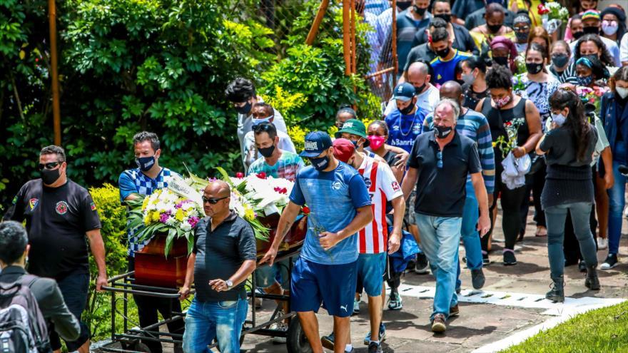 El funeral de Joao Alberto Silveira Freitas, hombre de raza negra asesinado por agentes de seguridad de Brasil, 21 de noviembre de 2020. (Foto: AFP)