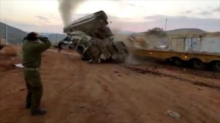 Vean cómo un tanque israelí vuelca durante una maniobra militar