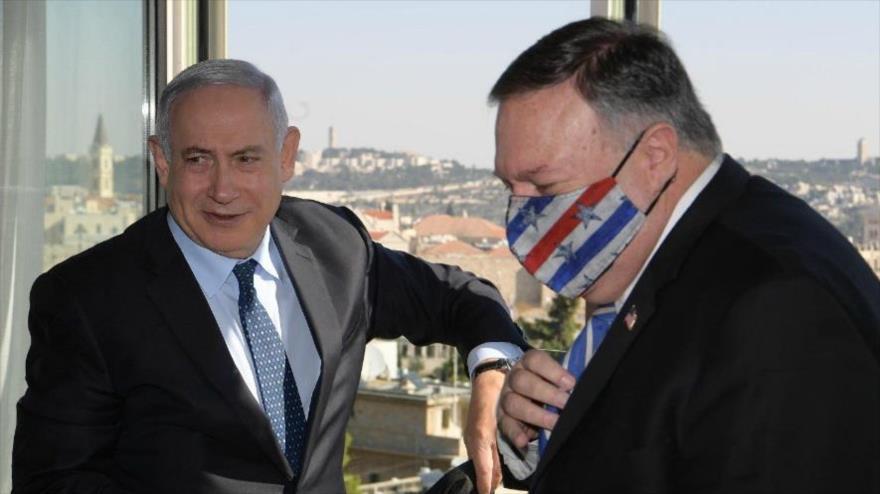 El premier israelí, Benjamín Netanyahu (izda.), y el secretario de Estado de EE.UU., Mike Pompeo, en Al-Quds, 19 de noviembre de 2020.