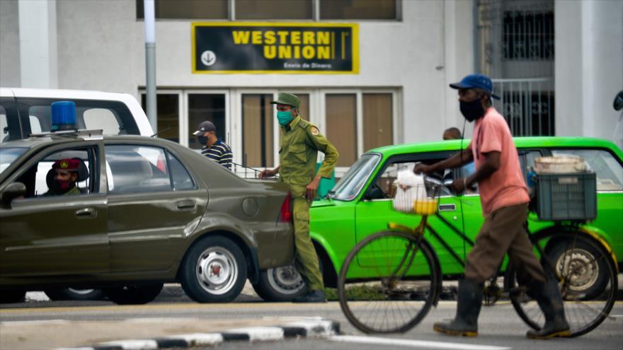 Una oficina de Western Union en La Habana, capital cubana, 23 de noviembre de 2020. (Foto: AFP)