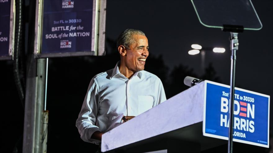 El expresidente de EE.UU., Barack Obama, da un mitin político a favor del candidato presidencial, Joe Biden, en Miami, 2 de noviembre de 2020. (Foto: AFP)