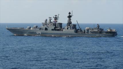 Buque ruso expulsa a destructor de EEUU del Pacífico